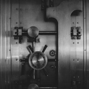Išskirtinis KTU mokslininkų ir verslo kūrinys – seifas, atsparus įsilaužimams, ugniai ir vandeniui